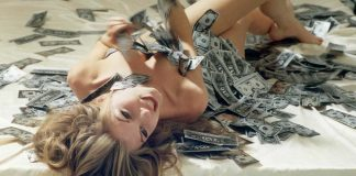 How much money webcam girls make featured image