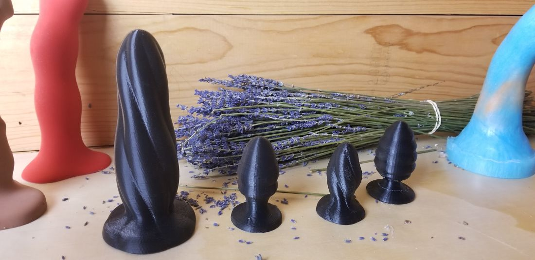 How to Make a Homemade Dildo Using Peg Away Putty